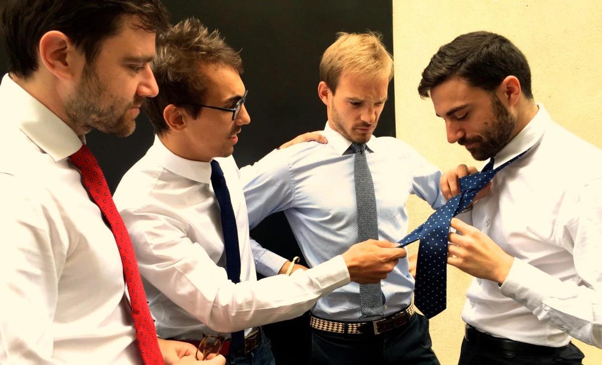 Pas si facile le noeud de cravatte